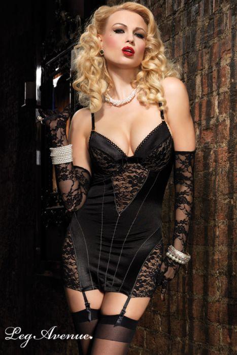 robe/corset en satin et dentelle noire esprit rétro