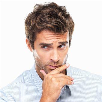 60 % des hommes consultent les avis sur Internet avant de faire leur achat. / Source image : Gettyimages