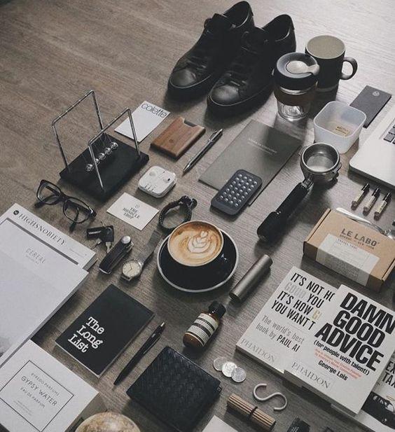 flat lay objets bureau