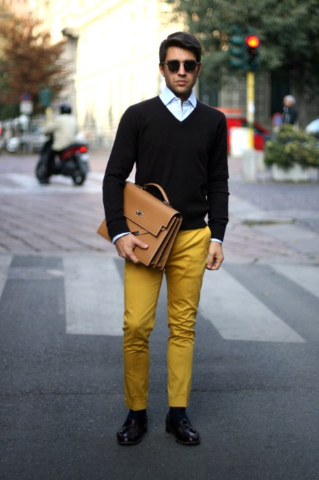 pantalon jaune moutarde comment l'associer